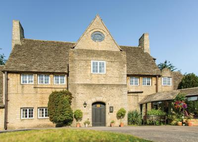 Merryfield Nursing Care Home - exceptional residential care for the elderly in Witney. Oxfordshire and the Cotswolds
