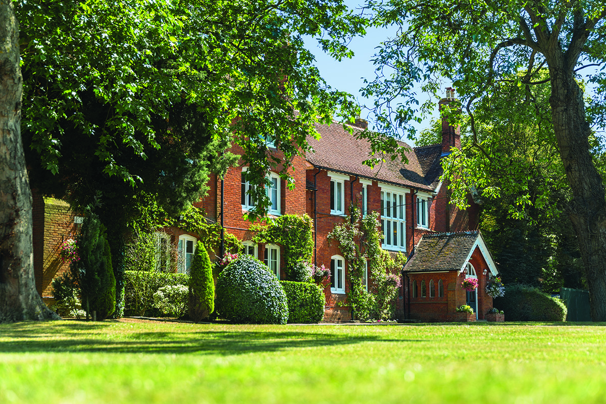 Best care homes near Aylesbury, Buckinghamshire - Bartlett's - Peverel Court Care