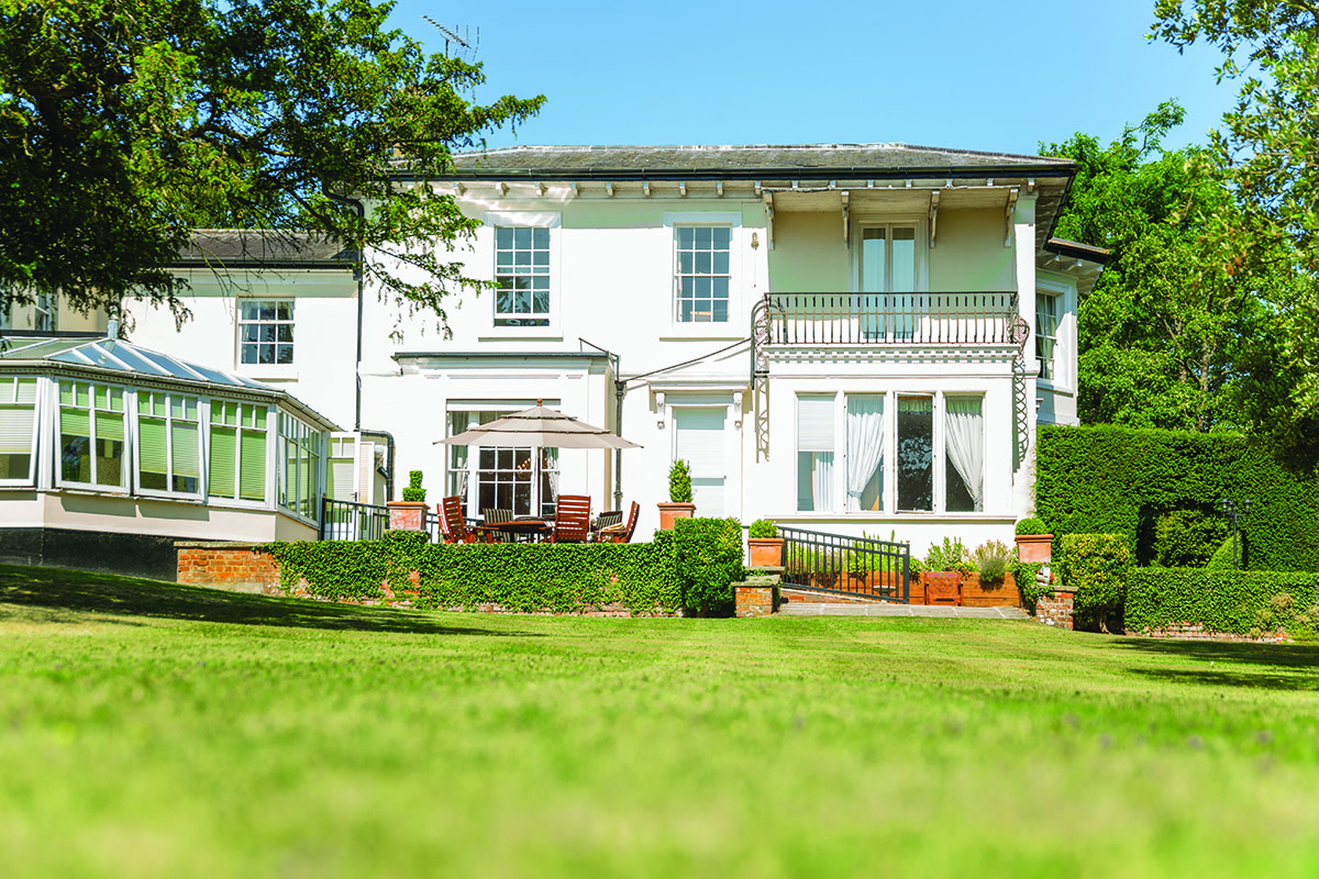 Best care homes near Aylesbury, Buckinghamshire - Stone House - Peverel Court Care